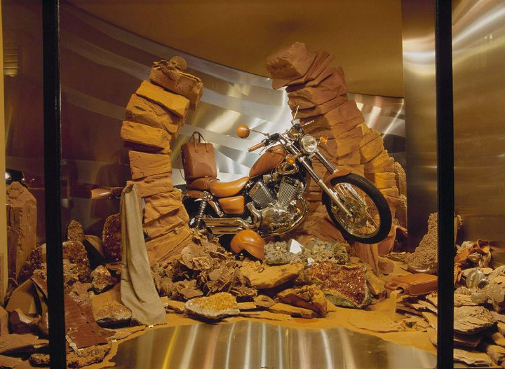 best-window-displays_hermes_1993_spring_01
