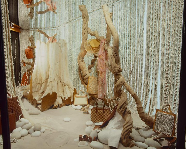 best-window-displays_hermes_2002_summer_01